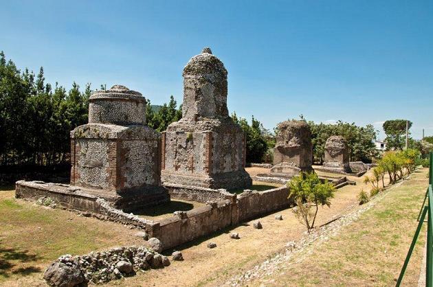Avella - monumenti funerari