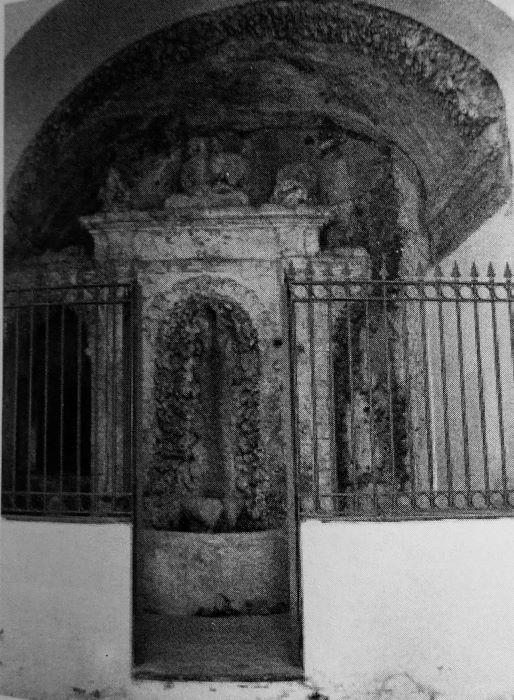fontana palazzo martuscelli